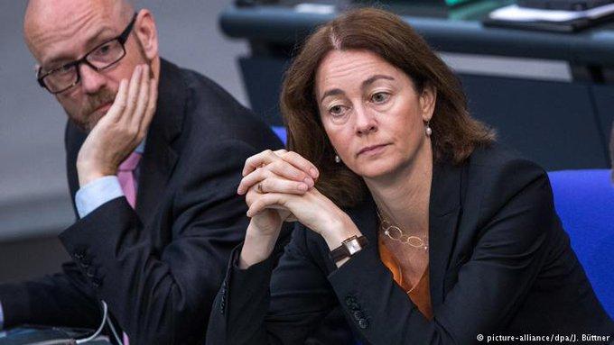 Verbraucher können sich künftig bei Schadenersatzklagen gegen Unternehmen zusammenschließen. Der #Bundestag hat die Einführung der sogenannten #Musterfeststellungsklage beschlossen. Foto