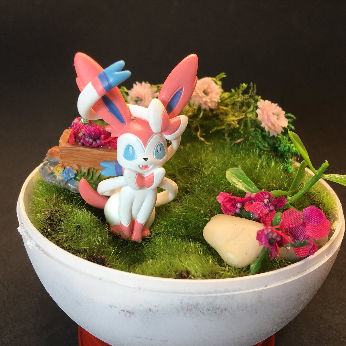 Will Petrey On Twitter More Pokemon Pokeball Terrarium S Ready For Tomorrow S Heroesonline Heroescon 2018 Be Sure To Shop Early For Best Selection At Artistalley Table Aa 204 Alolan Ninetails Sylveon Charmander