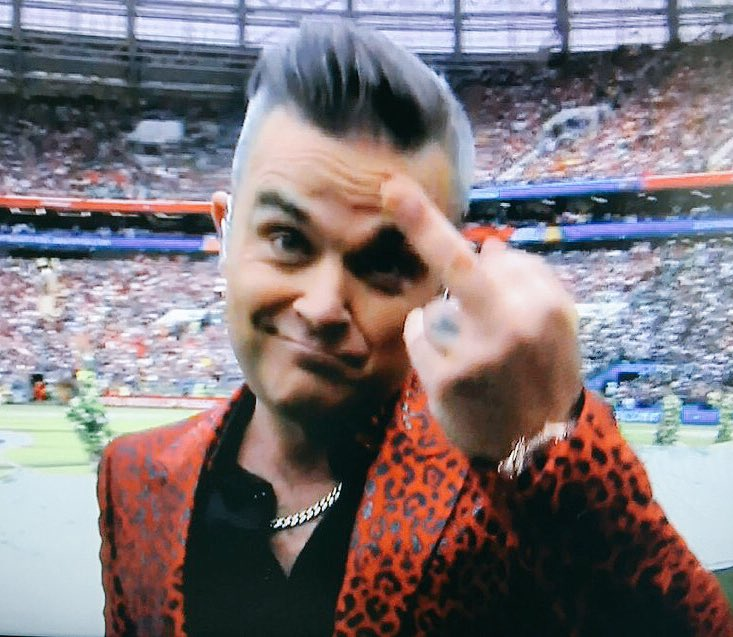 Para los que querían reggaeton en la inauguración del Mundial. ¡Robbie Williams!