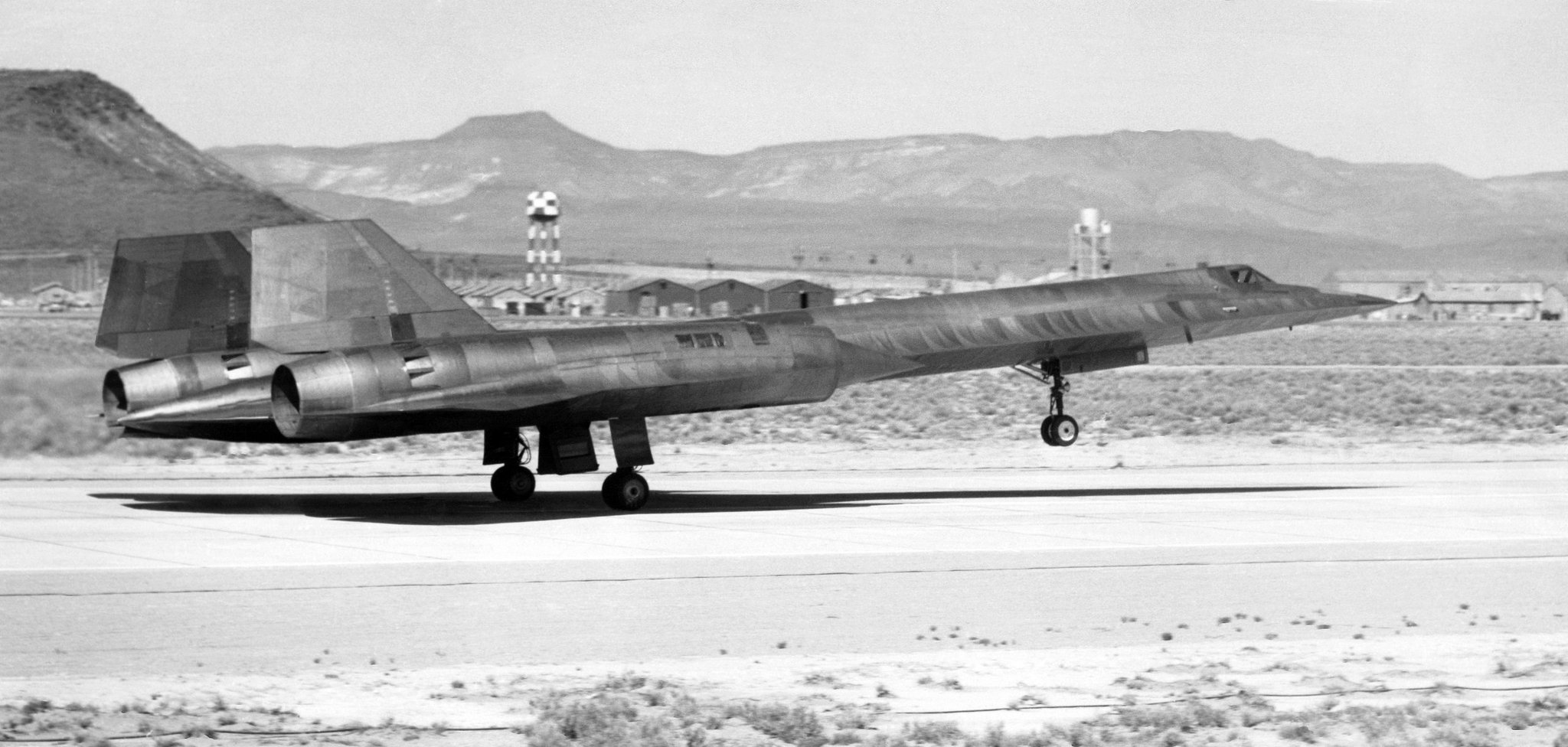 """Mark Collins on Twitter: """"""""Book Review: Illustrated History of America's  Legendary Mach 3 Spy Plane"""" #SkunkWorks #Lockheed #SR71 #A12 #YF12A #CIA  #USAF #ISR ..."""