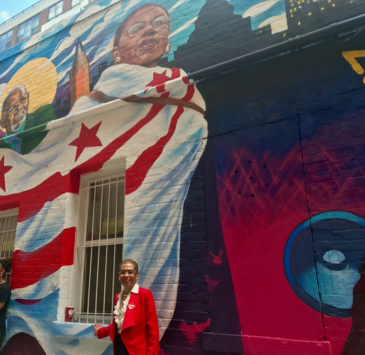 It's U.S. #FlagDay today, but I'm all wrapped up in the DC flag, thanks to the @benschilibowl mural. An outfit that never goes out of style. #DCFlagDay <br>http://pic.twitter.com/sjiMXlu9Lm