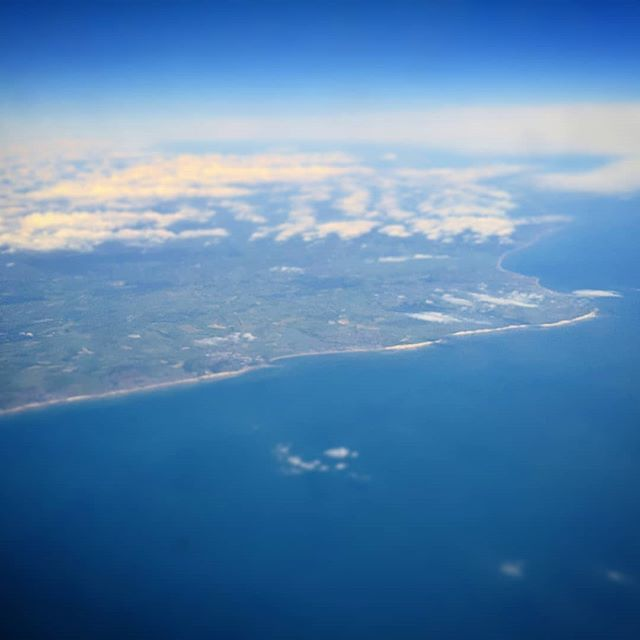 Good bye England. . . . #englishchannel #sea #sky #flight  https:// ift.tt/2MoB1Uu  &nbsp;  <br>http://pic.twitter.com/bAOdYbw4Ek