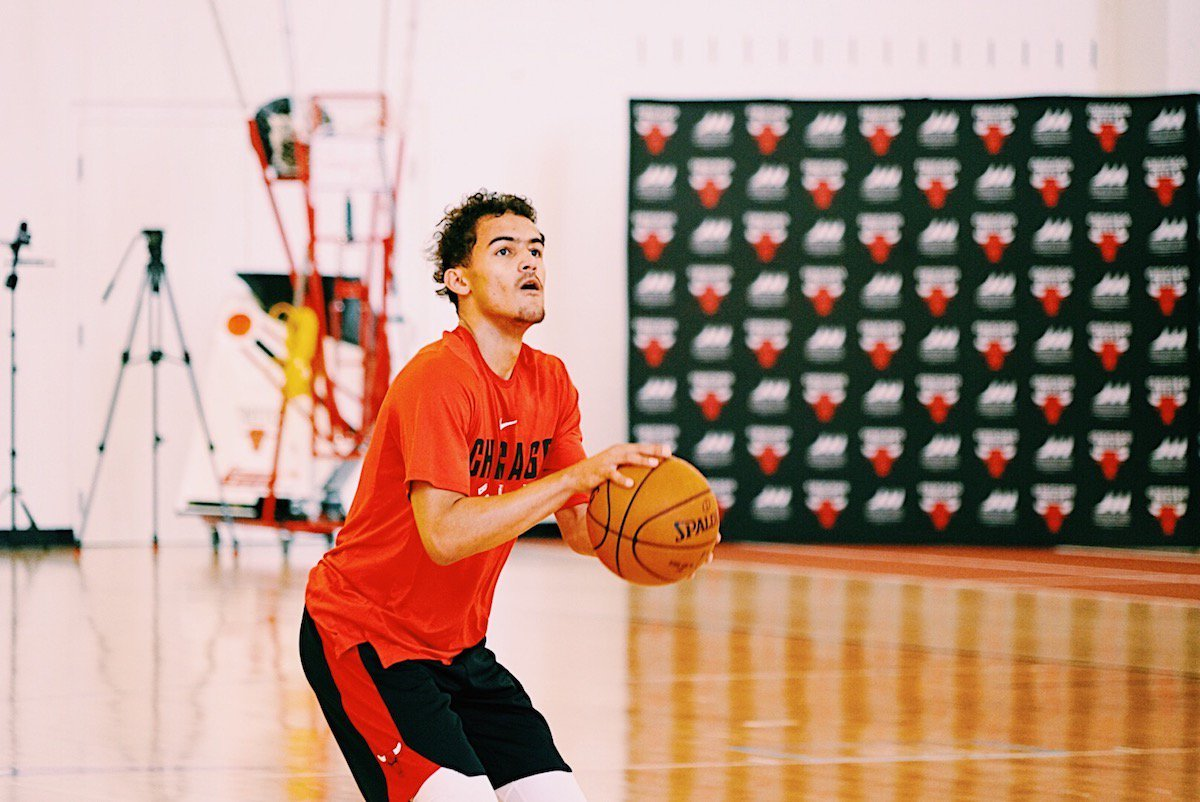 Draft prospect Trae Young was in for a workout with the team today. For all 📸 from Traes workout, visit on.nba.com/2t2YWzY What do you think, #BullsNation?