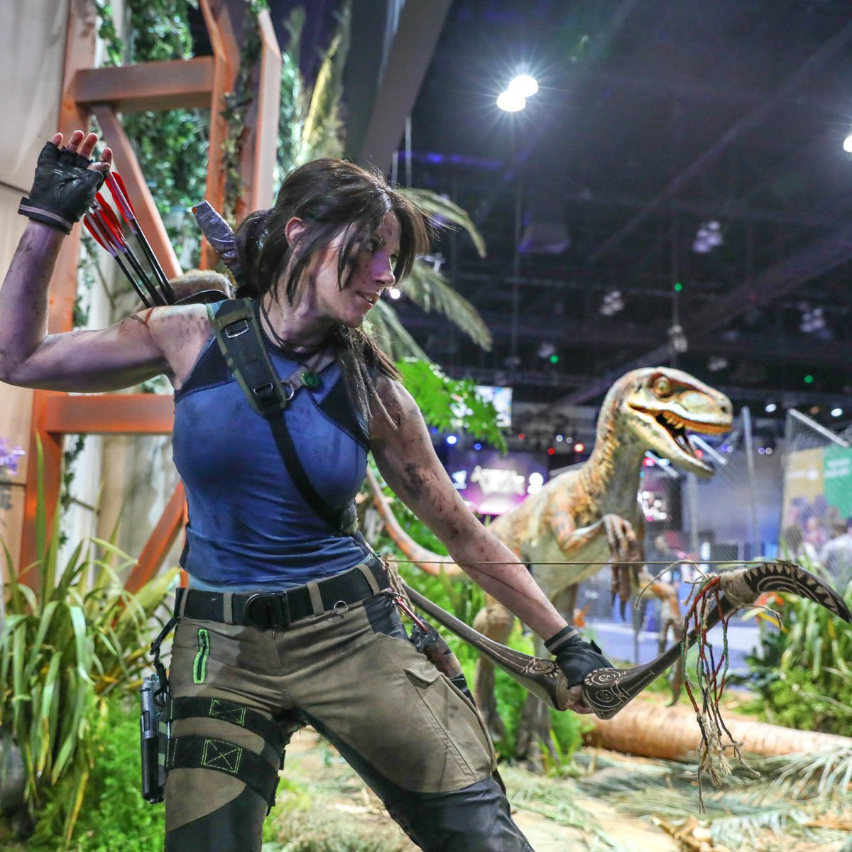 Clever girl.  At the @JW_Evolution  booth. https://t.co/SRZSj2r7Vj