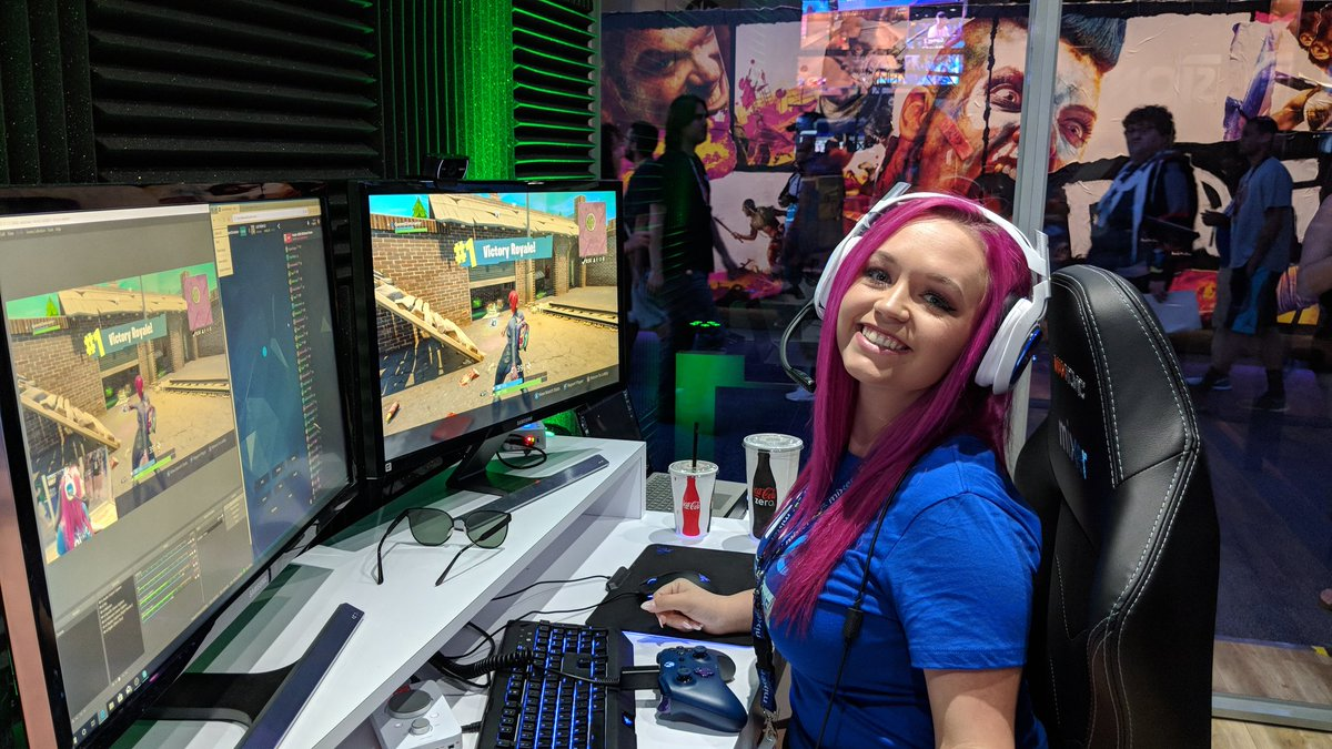 Even better catching @QueenEliminator get that #MixerSolos @FortniteGame #VictoryRoyale in person at the @WatchMixer booth #E32018 !!! Good job sweetie! 💙 – at Los Angeles Convention Center