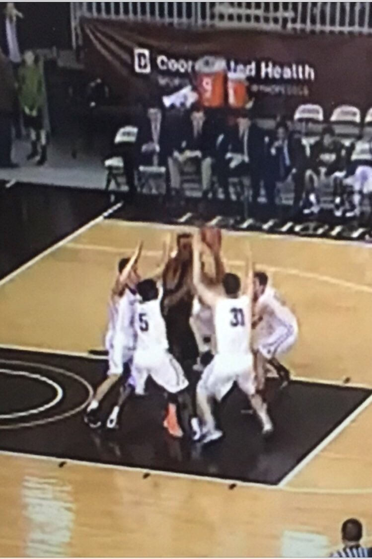 How many Mountain Hawk players does it take to guard Nana Foulland? #TBT #2rings #DKY 🏆🏆🖐🏽