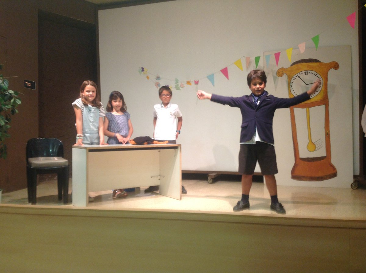 Showing off our english on stage #english #theatre #education #internacionalizacion #santcugat #primaria<br>http://pic.twitter.com/No95tnBhcC
