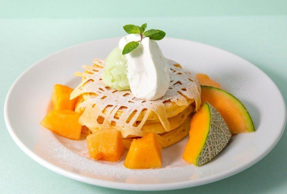 J.S. パンケーキカフェ「メロンパン」のようなサクふわ食感のパンケーキ -