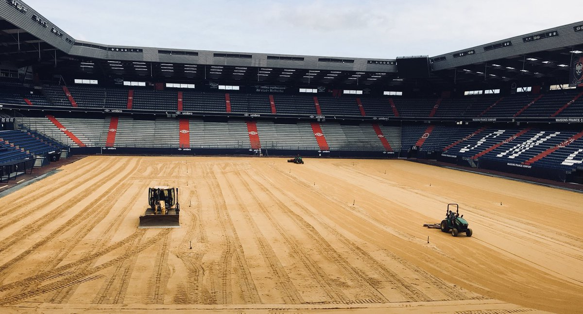 Le stade Michel d'Ornano - Page 7 Dft_D-bWkAUogWj