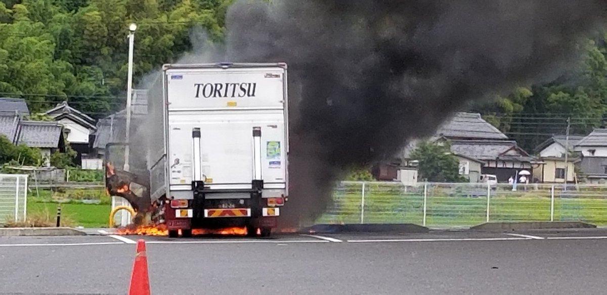 滋賀県野洲市のローソンでトラックが爆発炎上した火事現場の写真画像
