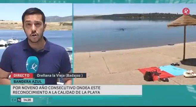 🏖️⛵️Desde esta mañana, ya se puede disfrutar de la playa de agua dulce de #Orellana. Se ha izado la bandera azul que reconoce la calidad del agua y de sus instalaciones, a las que se suman el sendero azul y el puerto deportivo 👇 #EXN https://t.co/t4RFNe4m0F