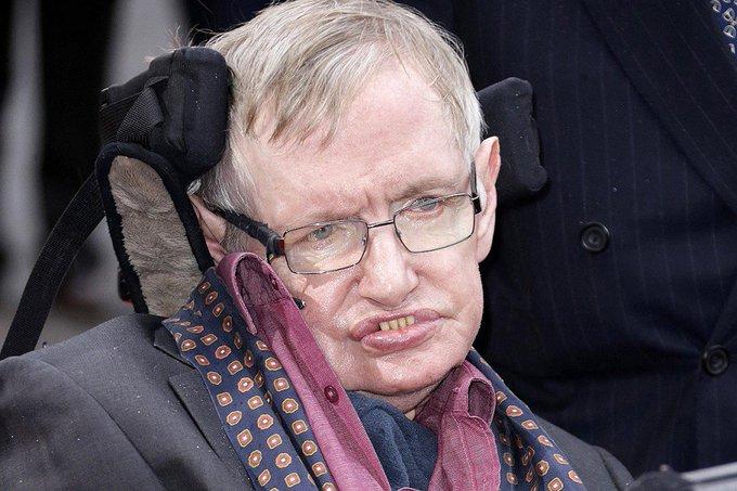 La voix de Stephen Hawking envoyée vers un trou noir 写真