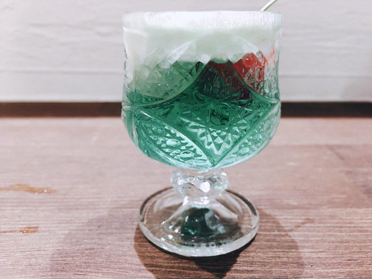 失敗プチクリームソーダ (理由:さくらんぼ沈没) . つづく