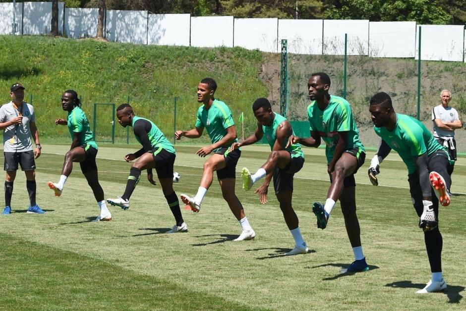 Les cinq équipes africaines qualifiées pour la #CoupeduMonde - le #Nigeria, le #Maroc, la #Tunisie, l'#Égypte et le #Sénégal - veulent offrir une compétition digne de ce nom à leurs supporters.  https:// www.courrierinternational.com/article/enfin-une-equipe-africaine-en-demi-finale-de-la-coupe-du-monde?utm_campaign=Echobox&utm_medium=Social&utm_source=Twitter&Echobox=1529051853  - FestivalFocus