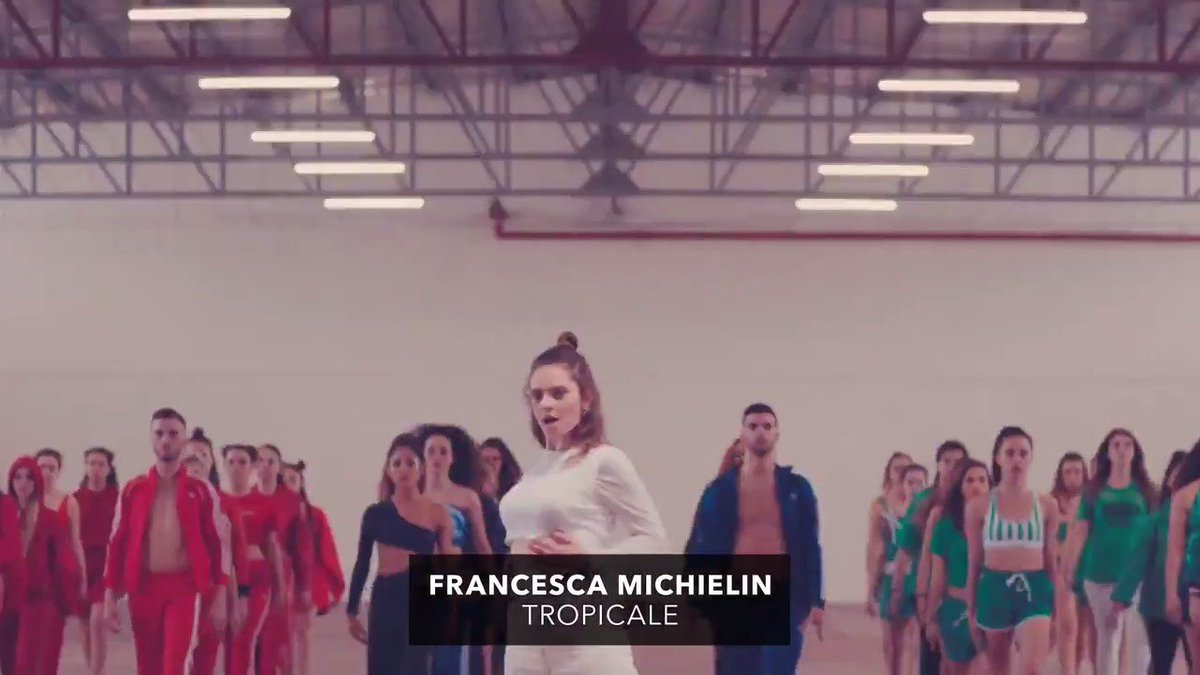 Un coriandolo bianco tra i colori di una festa #Tropicale: scoprite qui il nuovo video di @francescacheeks 🌴→ youtu.be/yzg9U8FNyDA