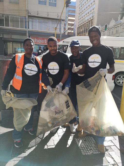 #AreSebetseng #AreSebetsengJWStaff In no time the plastics we half full. There is a great work to be done. Sorry, you have just walked into another episode of our city cleanup. ^NN Photo