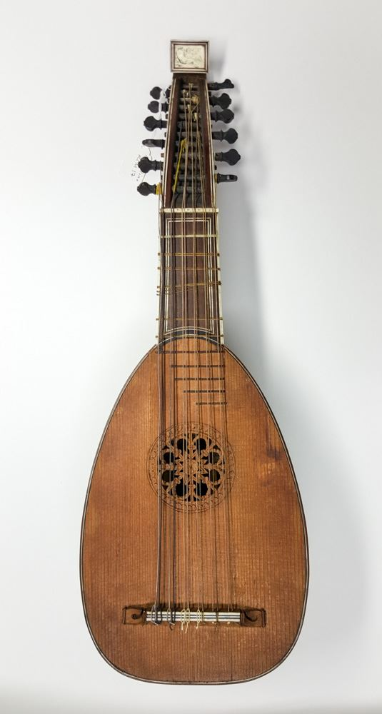 This #mandolin was made in #Spain in 1778. Crafted by Antonio Preda, it was made for Francesco Pesaro, the Venetian ambassador in #Madrid (who we hope informed his employers before publically announcing his move). #RealMadrid  #Lopetegui #PORSPA #WorldCup   http:// museumcollections.rcm.ac.uk/collection/Det ails/collect/1067 &nbsp; … <br>http://pic.twitter.com/IMbnzdyWd9