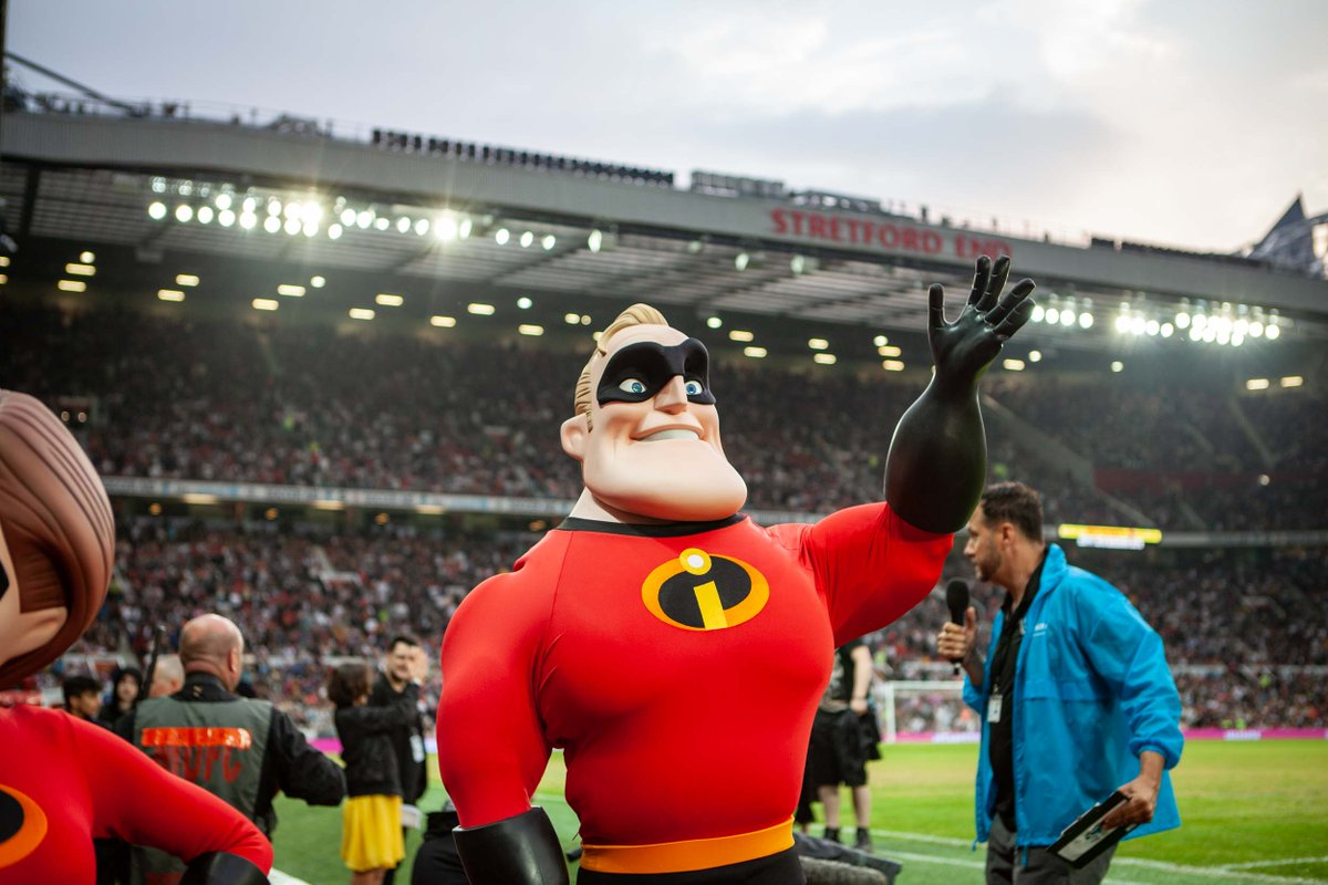 Last weekend Mr & Mrs Incredible helped a crowd of 70,000 people kick off our #Disney24HourChallenge @socceraid. Find out how you can join for free, win cool prizes and help @UNICEF_uk build a better world for children dis.ne/24hourchallenge