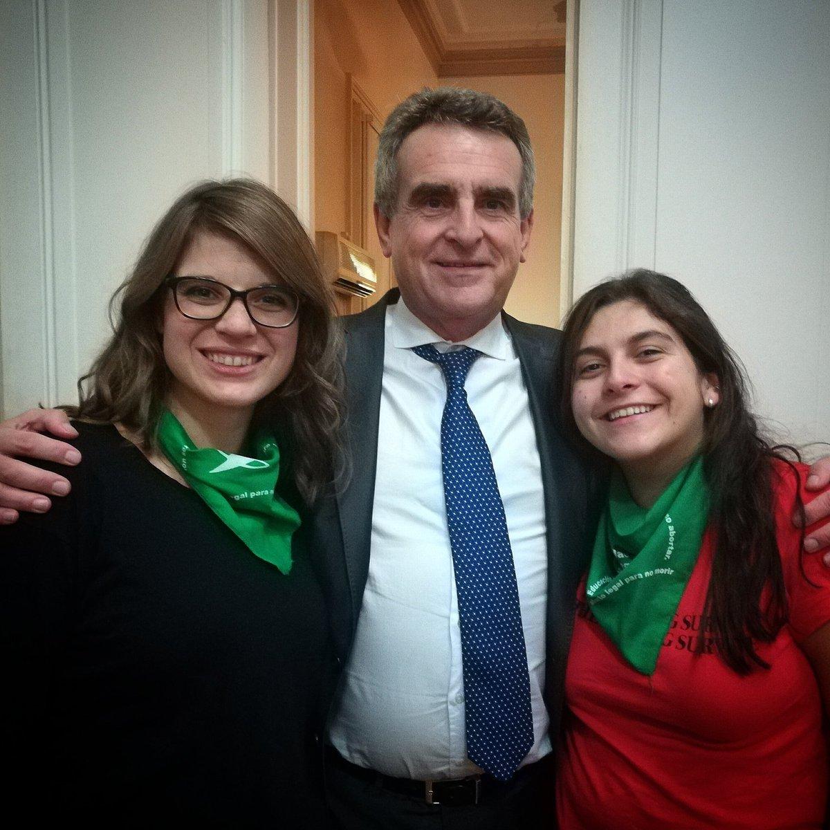 Radio La Imposible's photo on #AbortoLegalYa