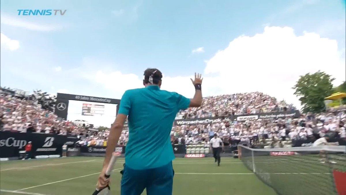 Doble 6-4 de Federer ante @guido_pella para avanzar a las semifinales del ATP 250 de Stuttgart. A un triunfo de volver al N°1