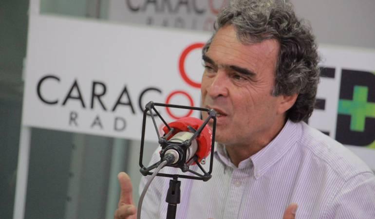 #6AM   @sergio_fajardo defiende su voto en blanco  ---> #CaracolEsMás #EleccionesColombia https://t.co/6PH69MyCn3
