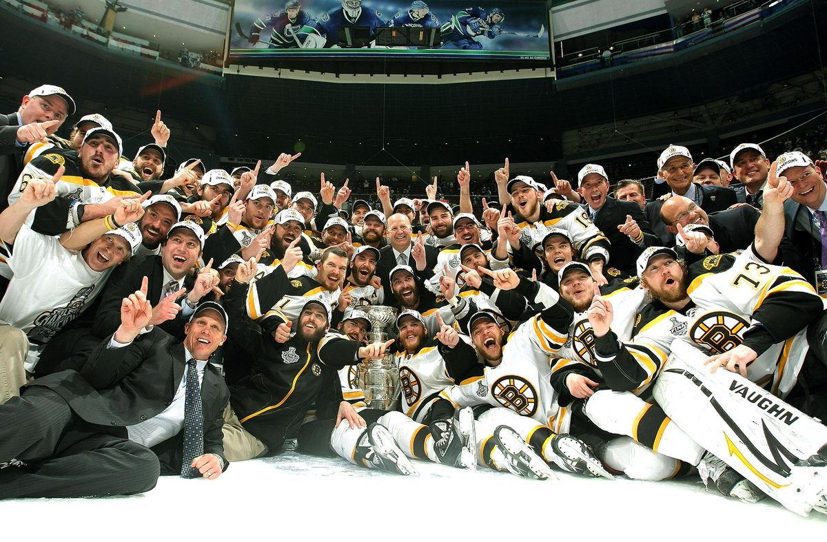 THIS DATE IN 2011: The @NHLBruins blanked the Canucks in #Game7 to win the #StanleyCup for the first time since 1972. More TDIH: atnhl.com/2ygF1mU