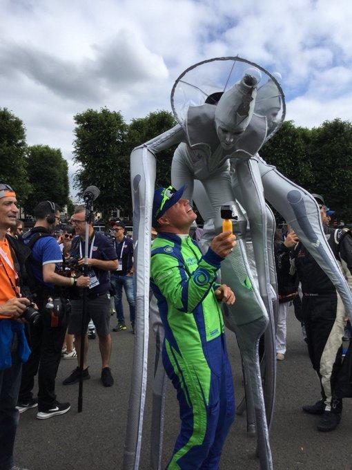 Niclas Jönsson of @eurasiaracing making new friends at the #LEMANS24 Drivers' Parade 🤹♂️🎪🎭 Photo