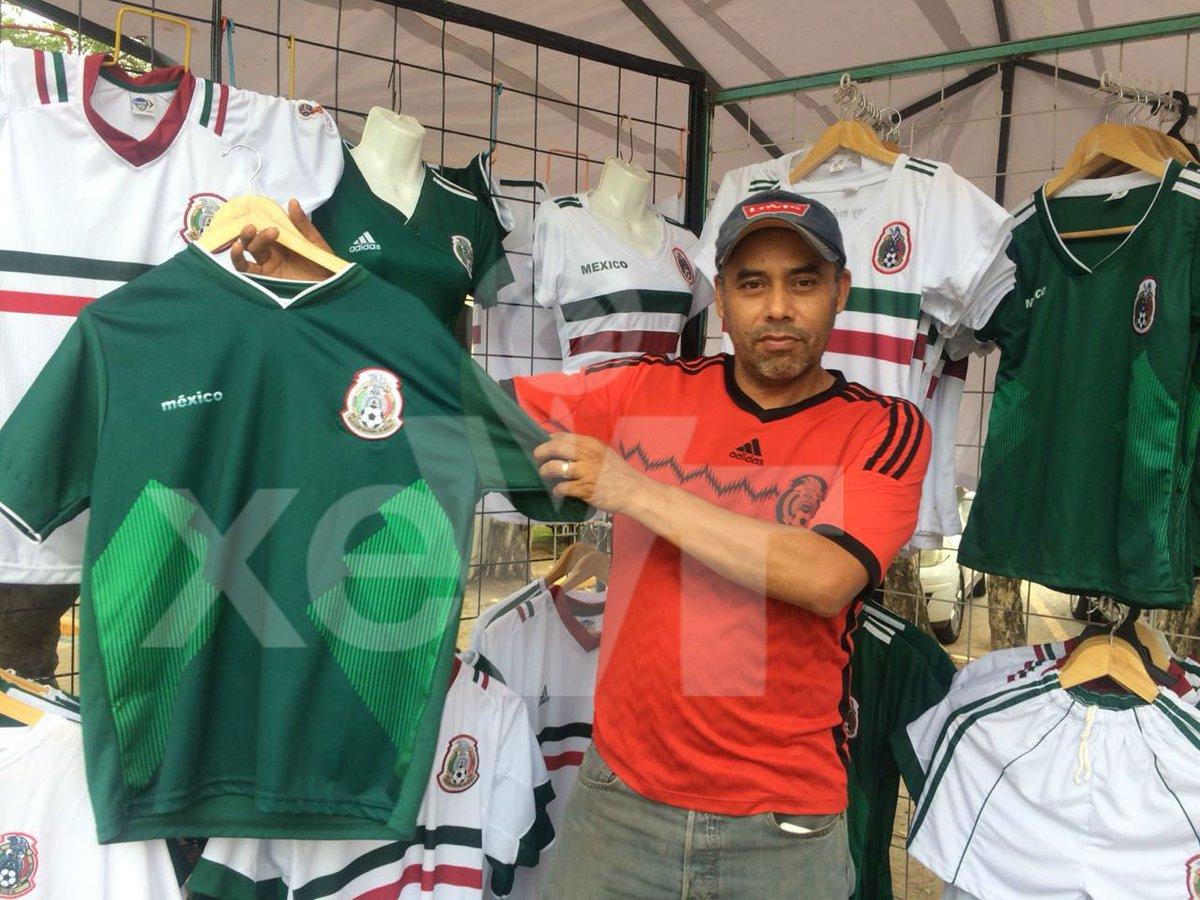 5526140adb1ff ... y artículos de la selección mexicana  comerciantes esperan que entre  sábado y domingo previo al primer partido de la selección en  Rusia2018  haya un ...