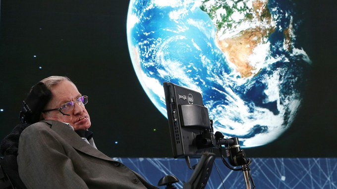 Stephen Hawking's voice is being sent to a black hole light-years from Earth ภาพถ่าย