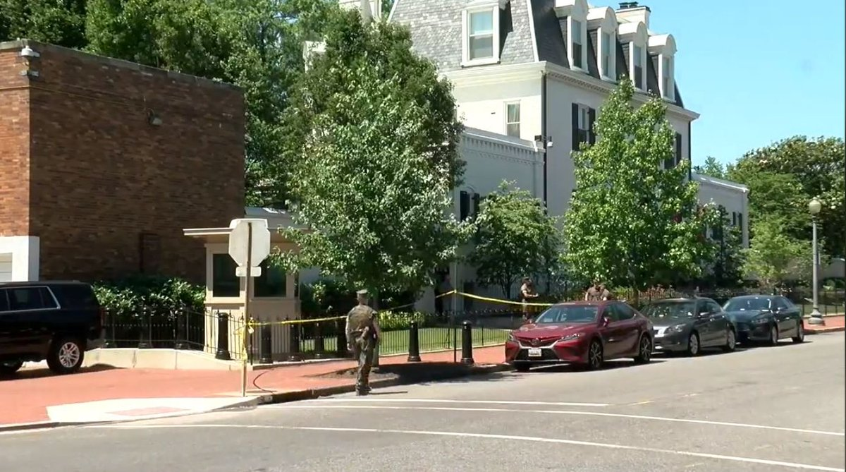 Officials: Marine shoots himself while standing post at Marine Corps Barracks in DC. https://t.co/Oz68UktTzl