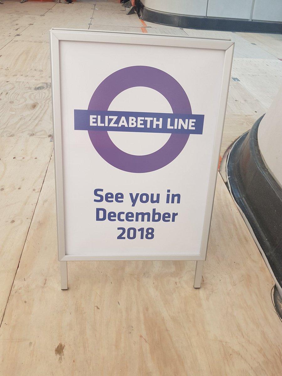 DfwSyGUXcAAlhf7 - Crossrail's inconsistent signage