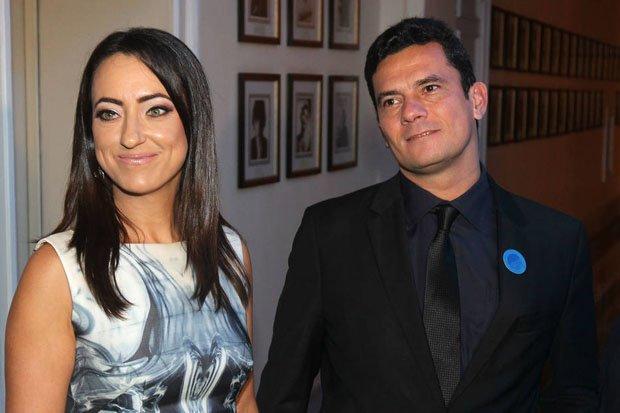 Rosângela Moro é parente de conselheiro da empresa que Moro desistiu de julgar https://t.co/tuLZKmCRN2