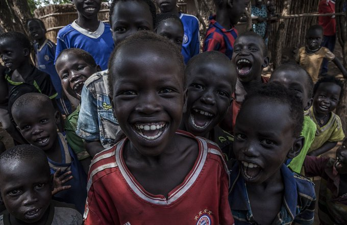 Laughter all around while children run through the streets of Kule Camp. More than 53,000 refugees from #SouthSudan live here, 61% of them are children. This means that 33,000 are younger than 18 yrs. They have big dreams + hopes for the future. via @UNHCREthiopia #WithRefugees Photo