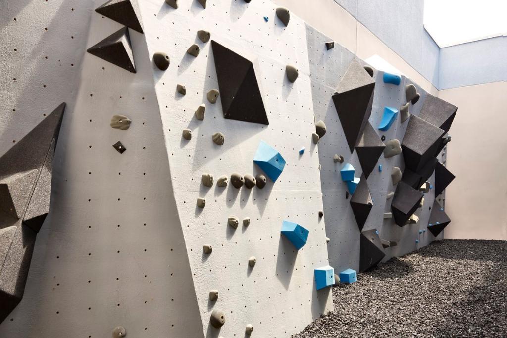 Mt Travelmagazine The Beachside Kimpton Sbreakhotel In Huntington Beach Is So Funky It Even Has A 40ft Rock Climbing Wall Its Fitness Centre