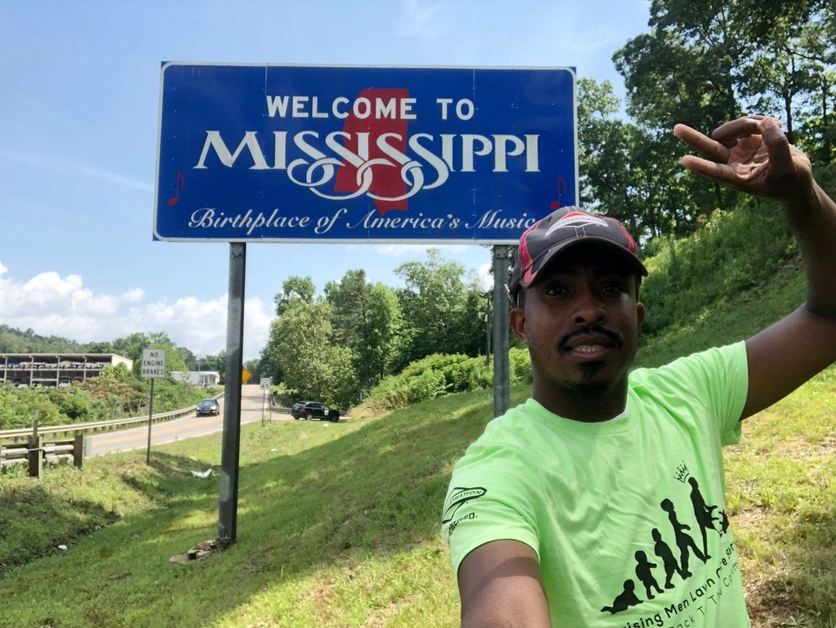 Meet the man traveling to all 50 states to mow lawns for a good cause #wmc5 >>https://t.co/LYNH5zd8Jp