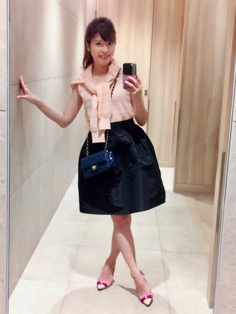 MISSONIのトップス&カーディガンにRED VALENTINOのスカートをはいた神田愛花アナの画像