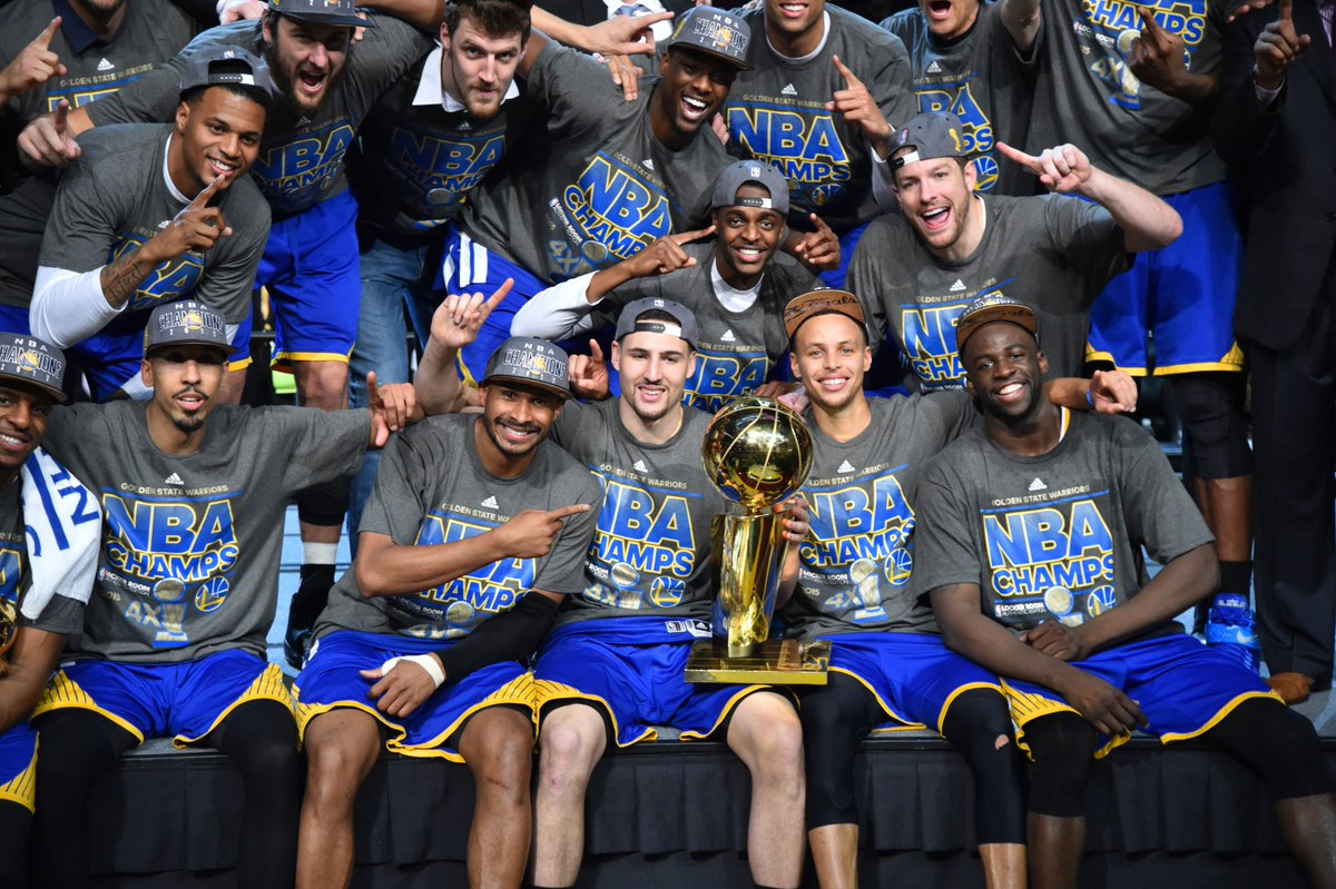 The @warriors brought their 1st NBA Championship back to The Bay on this day in 2015! 🏆
