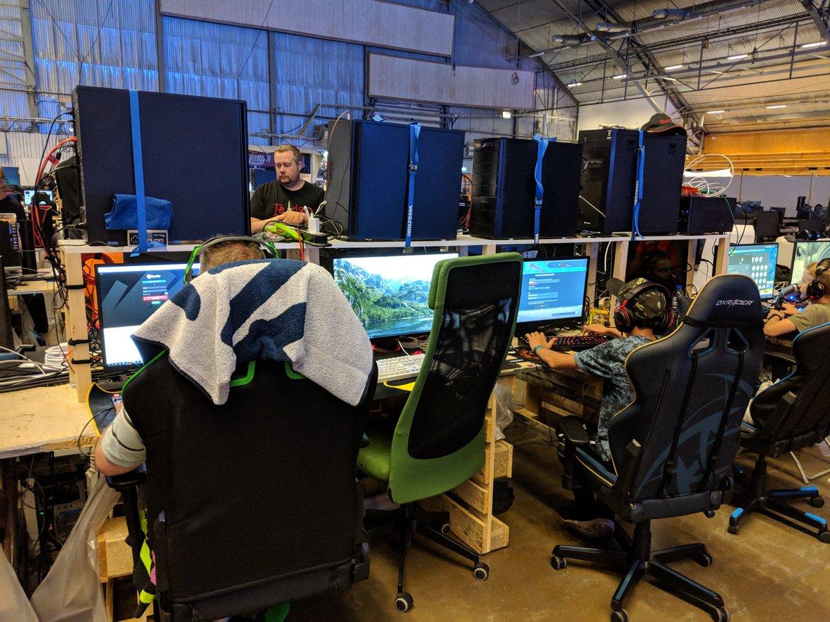 Fantastic Linus Tech Tips On Twitter Ratchet Straps Gaming Pcs Pdpeps Interior Chair Design Pdpepsorg