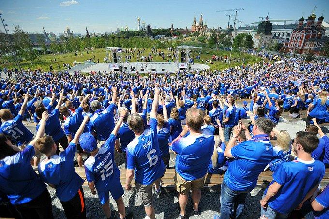 Викинги к встрече с Месси готовы! В Москве тысячи исландских болельщиков устроили праздник в «Зарядье» и прокричали «Ху»: Фото