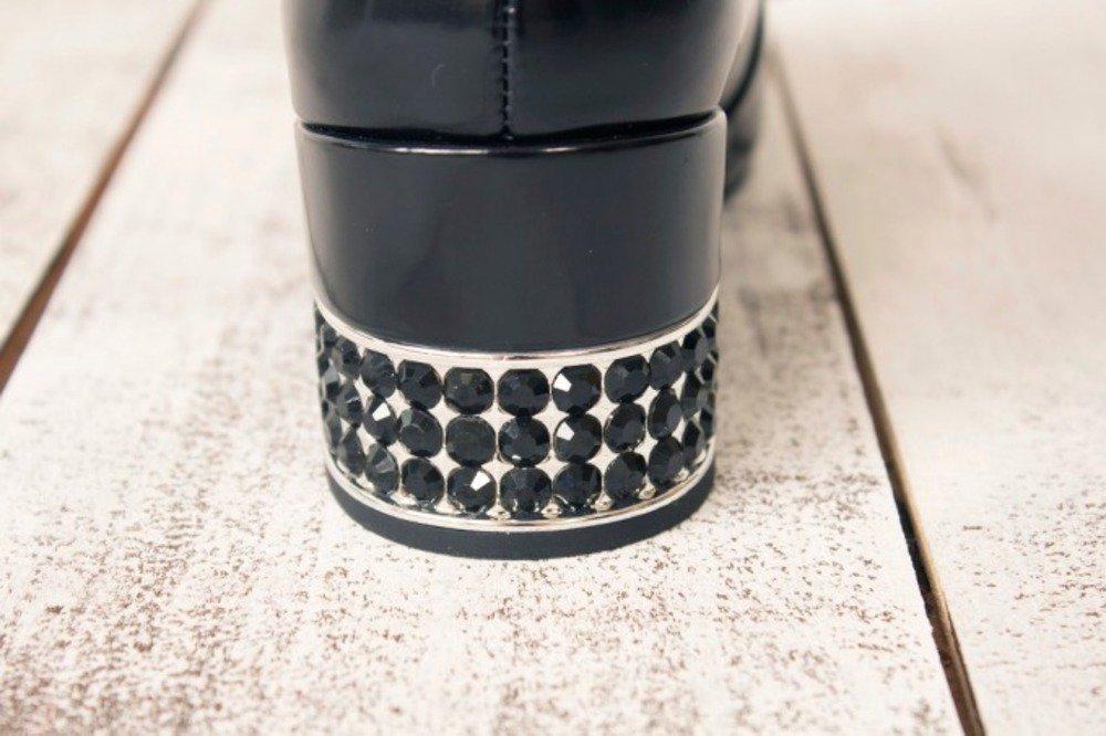 ジェフリーキャンベル新作シューズ、リボンを飾ったアッパー×ブラックのラインストーン付きヒール -