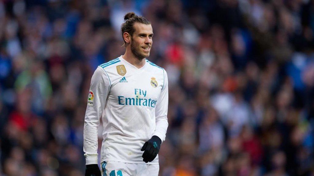 Depuis le départ de Zidane, Bale affiche son envie de rester a Madrid. Le gallois serait prêt à travailler avec Julen Lopetegui de quoi décevoir fortement Manchester United. A 28 ans et en 189 matchs avec Madrid, Bale a marqué 88 buts. [#mercato #bale #madrid #ManUtd #lopetegui]  - FestivalFocus