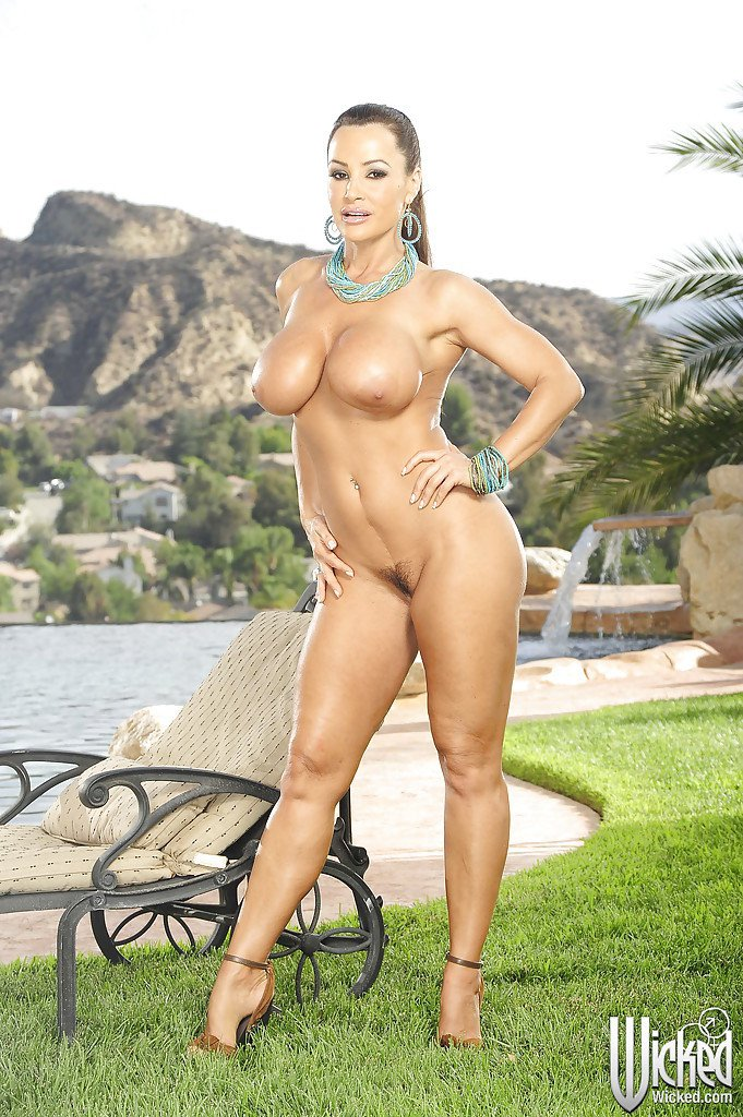 Lisa Ann Big Juggs Come Out Of Her Bikini