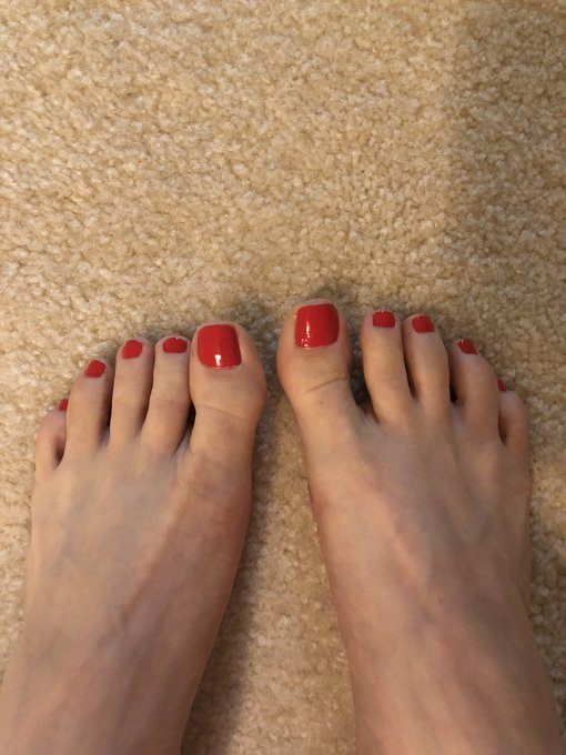 Painted my toes red 😁 hope you foot boys enjoy them 😘 https://t.co/EhNk9dVw5a