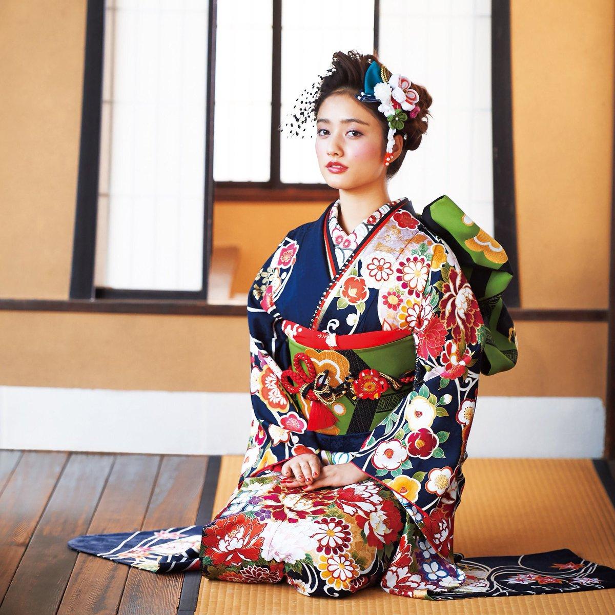 谷マリアの着物画像