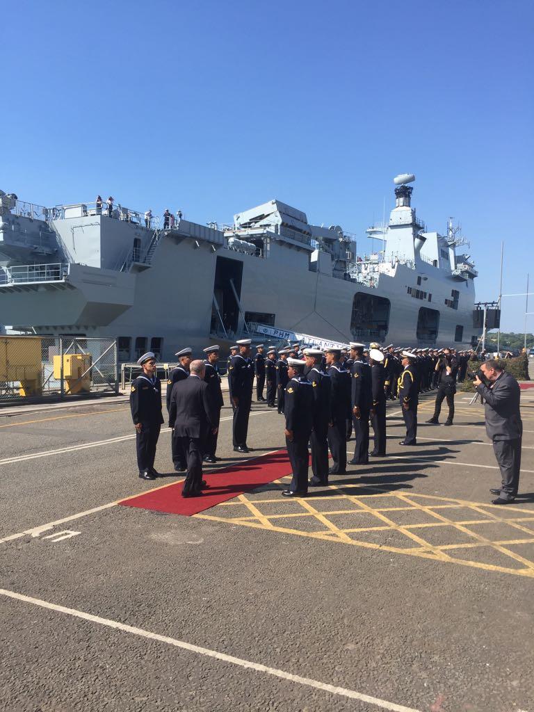 حاملة المروحيات البريطانية HMS Ocean Dg31d6HW0AAROlj