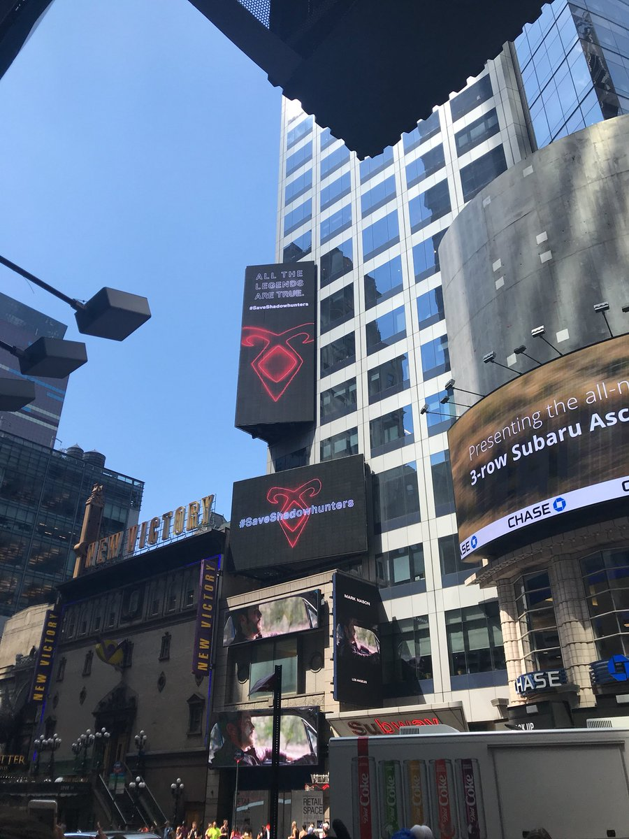 We're in this y'all #saveshadowhunters #shadowhunterstimessquare https://t.co/hc8IyIpSDn