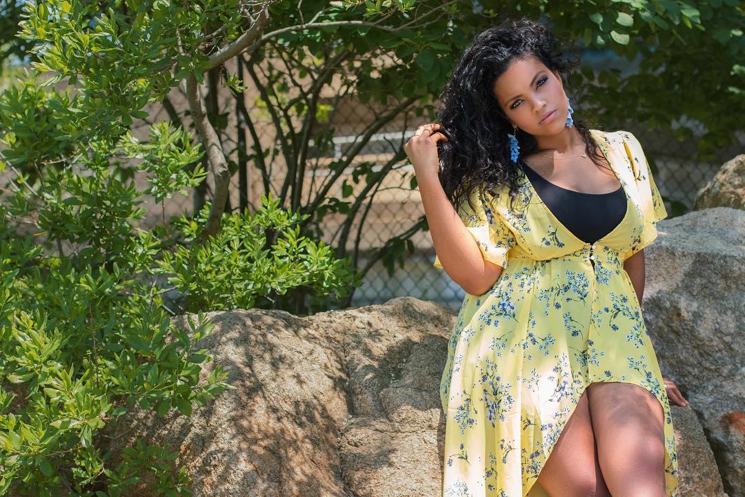 Easy, breezy, beautiful, @florinda_estrada 😍 Lovin' her #SimplyBeUSA look? Use her code, SBSUMMER58, to get 50% off! 💛 Shop the look 🔎 Similar Dresses: WJ902, WZ927 https://t.co/Aal7UApI0L
