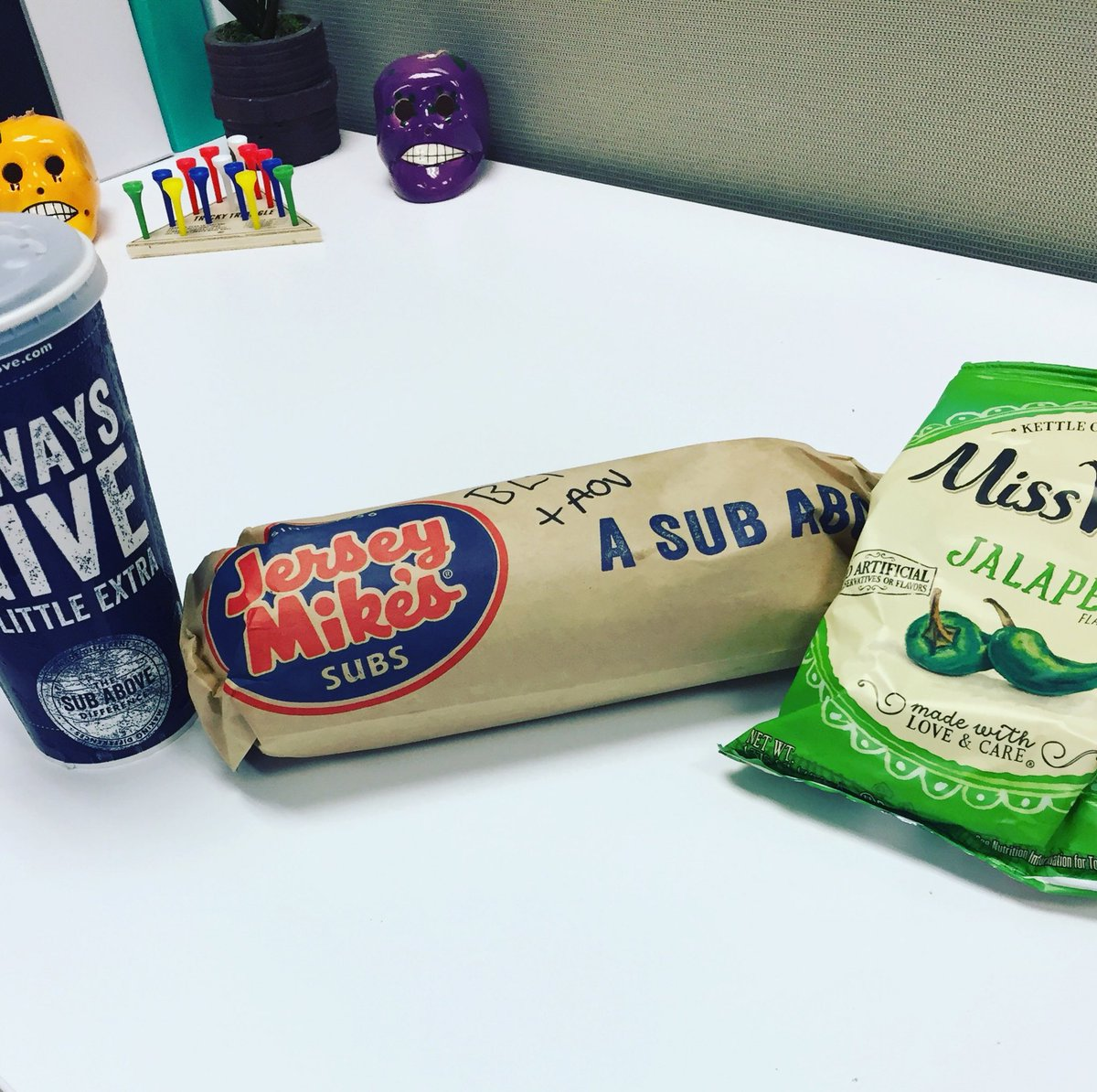 Gotta love when the office is jealous! @jerseymikes #lunch #getinmybelly https://t.co/MVk8LDiIDP