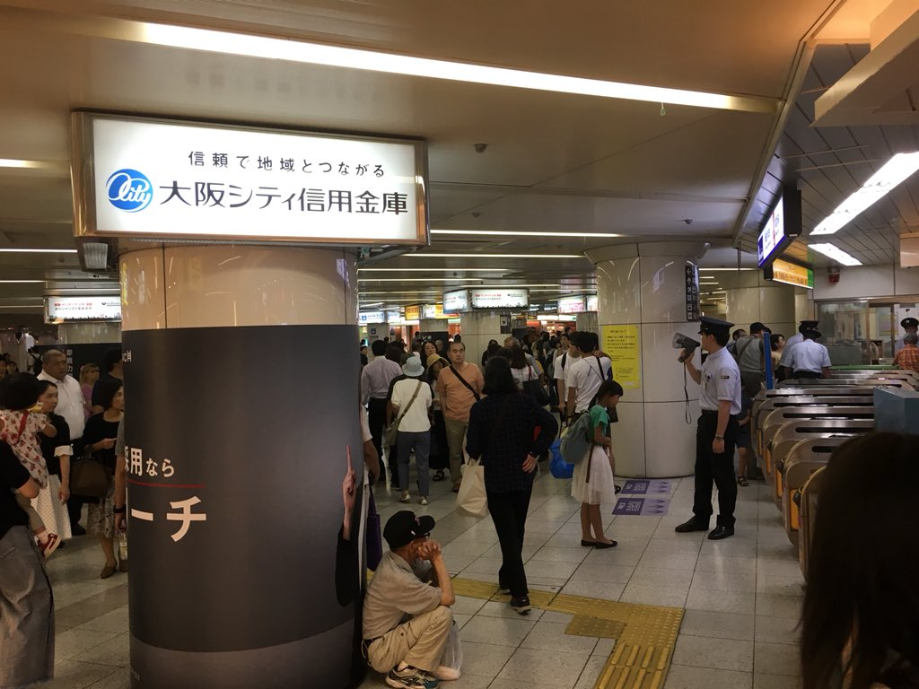 画像,御堂筋線なんば駅での線路転落により御堂筋線梅田駅では混雑が発生しています。 https://t.co/MdMCMthBhf…