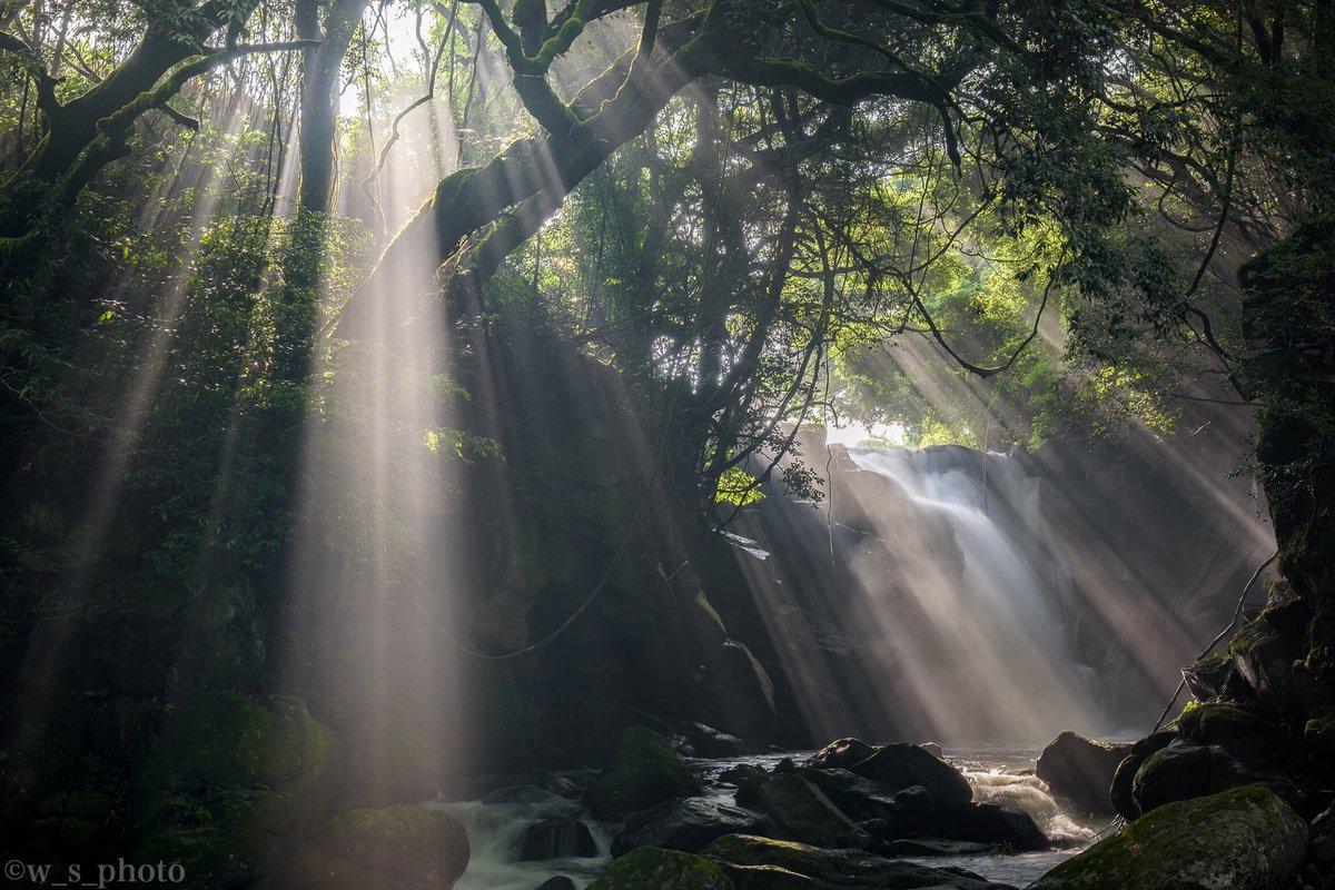 『 滝と光芒2018⚡️』 熊本県  先日のエクストリーム朝活より 今年も最高のシャー活がスタート✨
